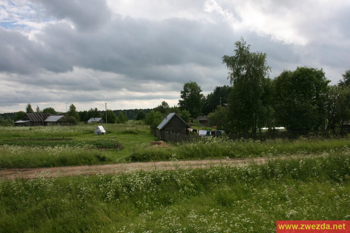 Русский дед в деревне пригласил молодую деваху и начал к ней приставать 16 фотография