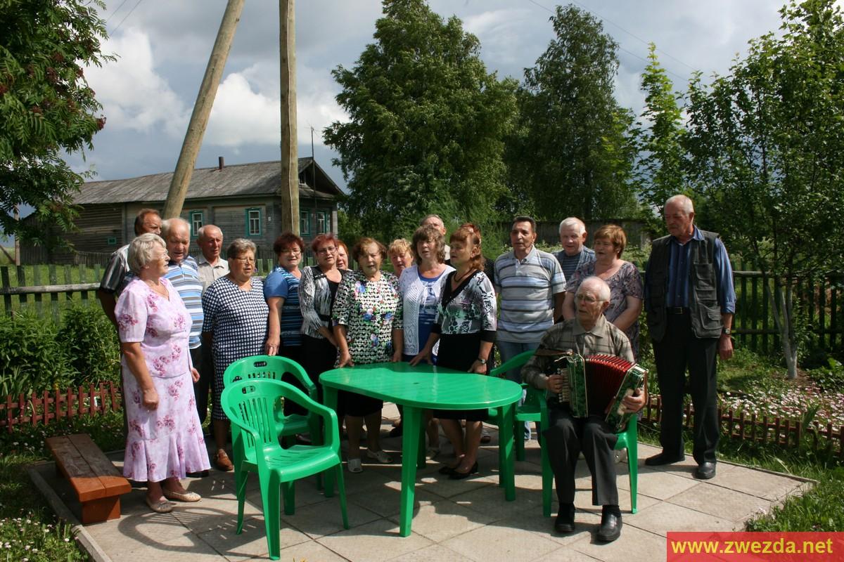 Русский дед в деревне пригласил молодую деваху и начал к ней приставать 17 фотография