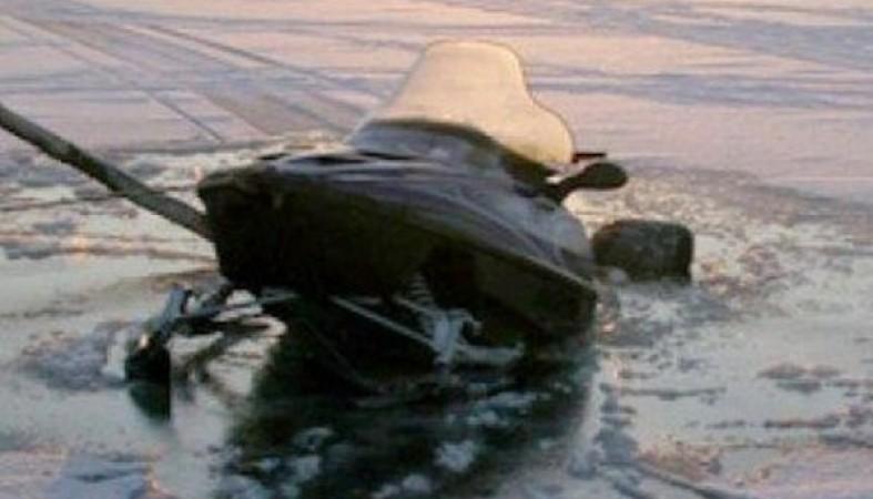 Рыбак наснегоходе провалился под лед вУльяновской области