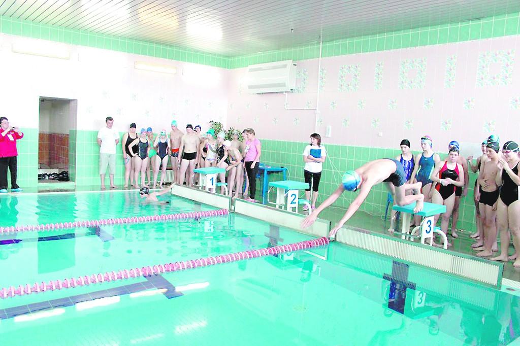Девчонки резвятся в бассейне фото 48-105