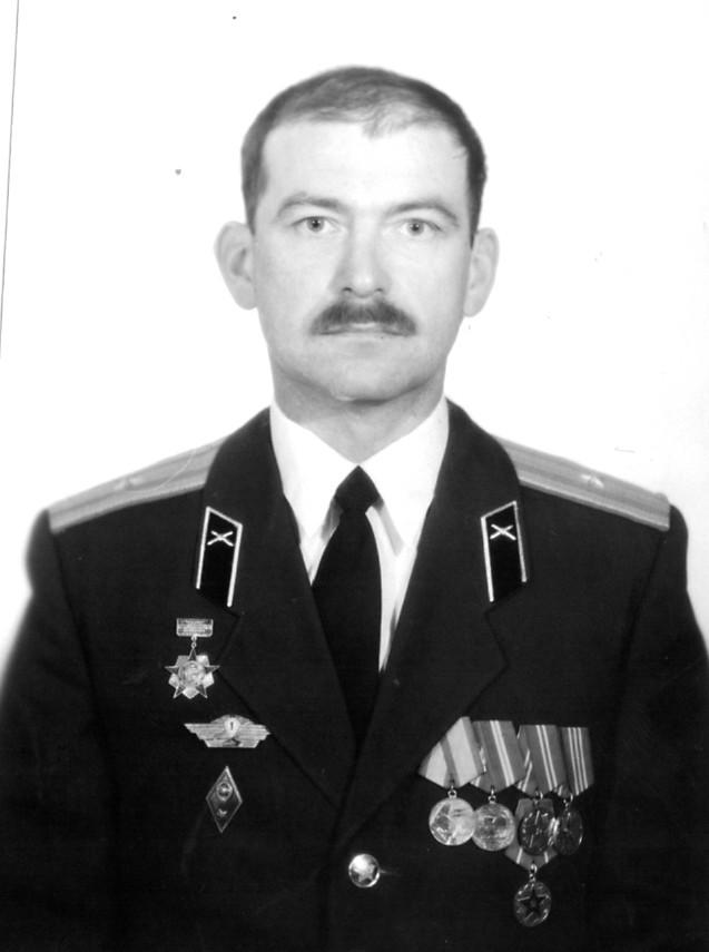 В боевых действиях ему участвовать не пришлось, но к боевым стрельбам в  Казахстане руку приложил, - на его счету шесть пущенных ракет. 0bd2c77420e